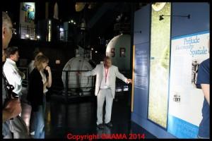 Notre guide Clément dans le hall de l'Espace.