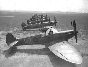 2014 Spitfire Mk I du Squadron 19 sur le terrain d Duxford