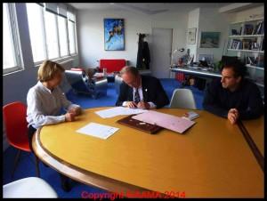 Signature des conventions entre François Chouleur, président de l'AAMA, et Catherine Maunoury, Directrice du Musée de l'Air.