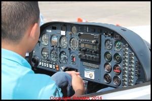 Le cockpit qui peut paraître impressionnant était bien expliqué par les jeunes pilotes.