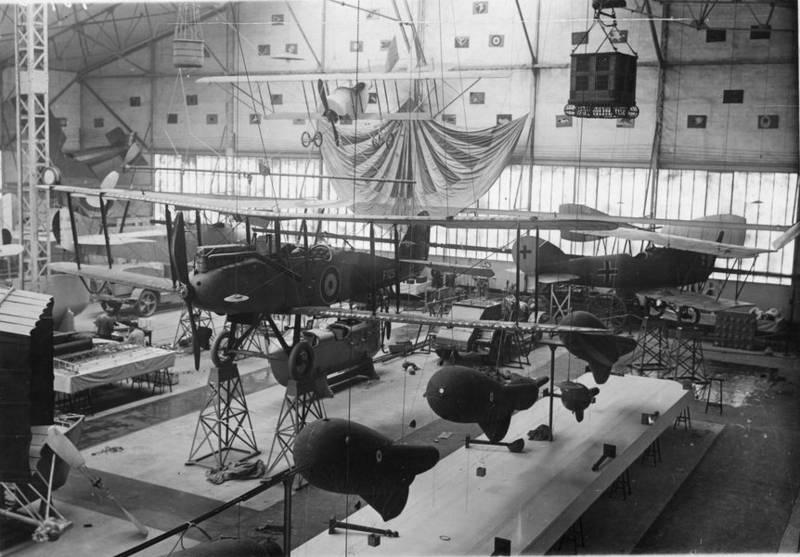 2014 D.H.9 du Musée dans le hangar de Chalais-Meudon