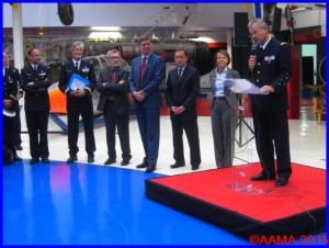 De gauche à droite, le général Creux, notre Secrétaire-adjoint Jacques Suspène, Christian Tilatti, le général Abrial, le général Vitry, Catherine Maunoury et au micro le général Denis Mercier