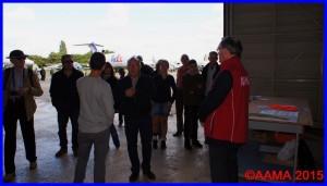 Notre guide Alain, ancien pilote de ligne, reçoit les visiteurs pour les réserves de Dugny