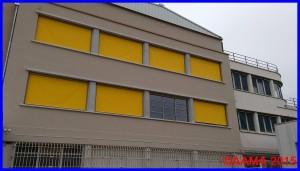 La façade nord de l'aérogare. Nos bureaux sont au premier étage, store ouvert, et fenêtre à sa droite