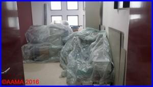 Bien protégés, nos affaires remplissent les couloirs