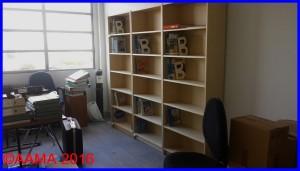 De nouvelles étagères beaucoup plus modernes sont en cours d'installation dans le deuxième bureau