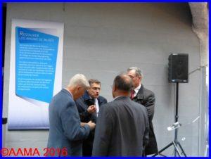 A gauche, Jean-Pierre Lopez, de face Gilles Aubagnac du Musée, de dos, Pierre Gain et à droite Alain Rolland