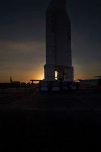 Ariane se détache au coucher de soleil